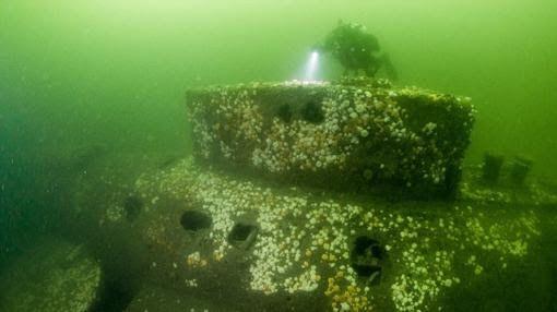 El misterio del submarino «maldito»: HMS E5 - www.elSnorkel.comDurante 100 años, el E5 había permanecido oculto en el lecho marino. Esperando a ser descubierto, como ya pasara con el Titanic. Y ahora, un siglo después de hundirse enterrando sus enigmas en el fondo de las aguas, tendrá que ser investigado para terminar de desvelar los misterios que le rodean.