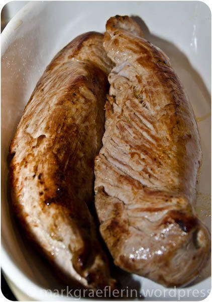 Neujahrsbraten – Schweinefilet Niedriggarmethode mit zweierlei Sauce: Hagebutten – und Pfifferlingsauce