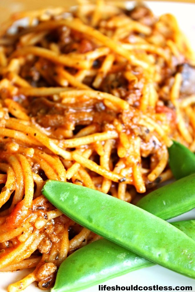 "CrockPot Spaghetti. 5 minutes prep, uses one ""pan"", and only takes two hours to cook. It tastes so much better this way! #slowcooker #easydinner  {lifeshouldcostless.com}"