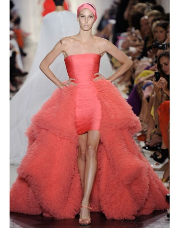 Wow what an amazing dress. Love Giambattista Valli