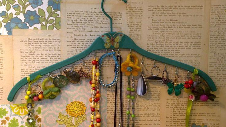 DIY Jewelry hanger,  Så här kan du göra förvaring för olika smycken och scarfar eller slipsar
