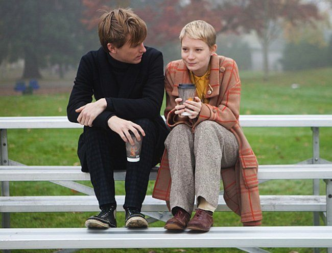 Restless - Enoch (Henry Hopper) e Annabel (Mia Wasikowska).