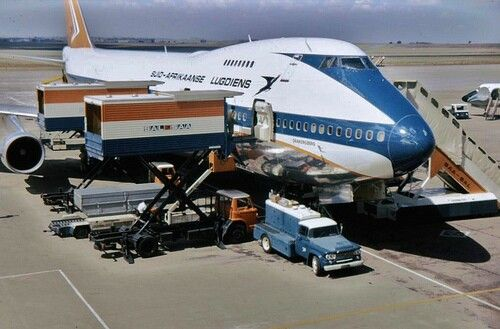 South African Airlines B747-200 being prepared for its next flight. Image via flickr