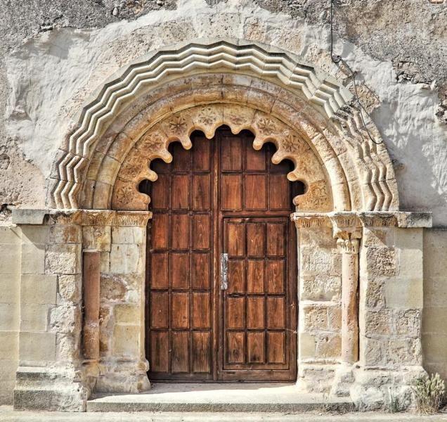 El Olmo, provincia de Segovia - Portada románica con arcos polilobulados