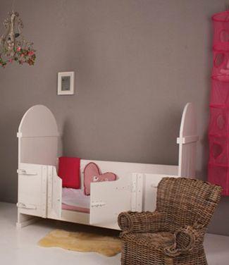 Peuterbed waar de klein niet uit kan vallen | Children's bed by Villa Vrolijk #kidsroom
