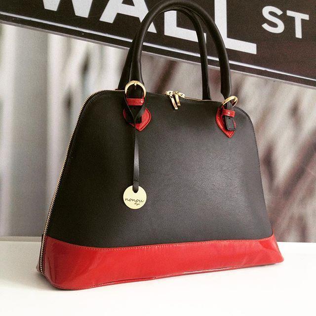 Piekielnie kusząca Audrey! Różne tekstury? Czemu nie! Uwielbiamy połączenie lakieru z matem! #nonou #bags #audrey #warszawa #warsaw #polish #brand #fire #hot #sexy #red #black #bag #leather #skóra #torebka #moda #fashion #new #create #design #loveit #projektuj #woman #dream