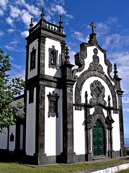 Igreja Matriz em Ponta Delgada, na Ilha de Sao Miguel, Regiao Autonoma dos Acores, Portugal. Bonito limestone negro recortado.