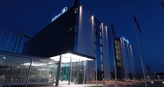 Hilton Helsinki-Vantaa Airport hotel - Exterior night image