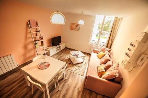 Le Mill�sime Chalons en Champagne Le Mill?sime offers pet-friendly accommodation in Ch?lons-en-Champagne, 42 km from Reims and 32 km from ?pernay. The unit is 30 km from Vitry-le-Fran?ois. Free WiFi is available throughout the property.