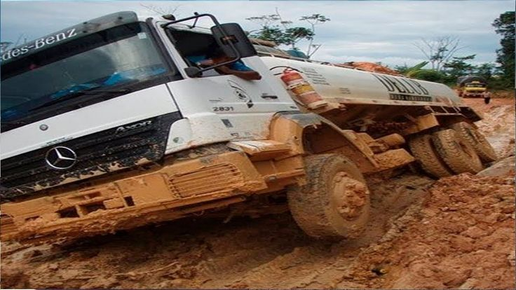 Extreme Trucks On Extreme Muddy Road | Awesome Semi Trucks Drivers - Ext...