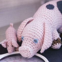 *Free Pattern* Crocheted Dolls: Pig & Piglet by Claire Garland via Canadian LIvi…