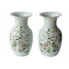 Ваза Традиционная китайская фарфоровая ваза с росписью на бытовую тему Цвет Белый Материал Керамика Стиль Этно Длина 10 см Глубина 10 см Высота 30 см Вес  1 кг Артикул:  BHI134