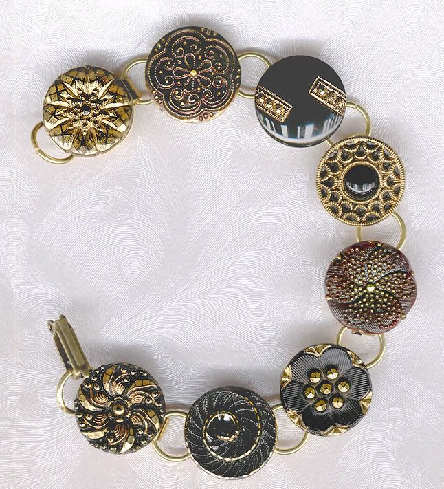 Vintage button necklace - I like this a lot