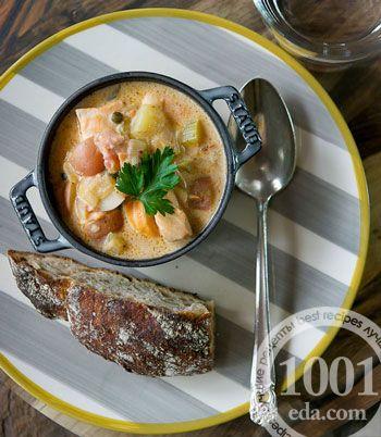 Суп Клэм чаудер с красной рыбой