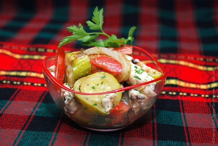 Салат с кабачком - овощная закуска с жареной курицей