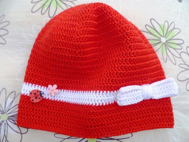 háčkovaná čepice s knoflíkem/Crochet cap