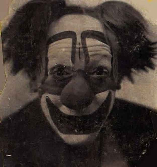 21 Vintage Clown Photos That Will Make Your Skin Crawl. Good Lord.