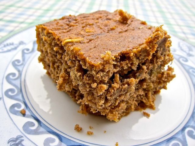 Oatmeal Banana Bread  1 1/2 cups gluten free flour (rice flour) 1/2 cup rolled oats 1 tsp baking soda 2 tsp baking powder 1 heaping tsp ground cinnamon 3-4 ripe bananas, mashed 1/3 cup apple sauce 1/4 cup coconut oil 2 eggs 1/2 cup honey 2 tsp vanilla extract pinch of sea salt