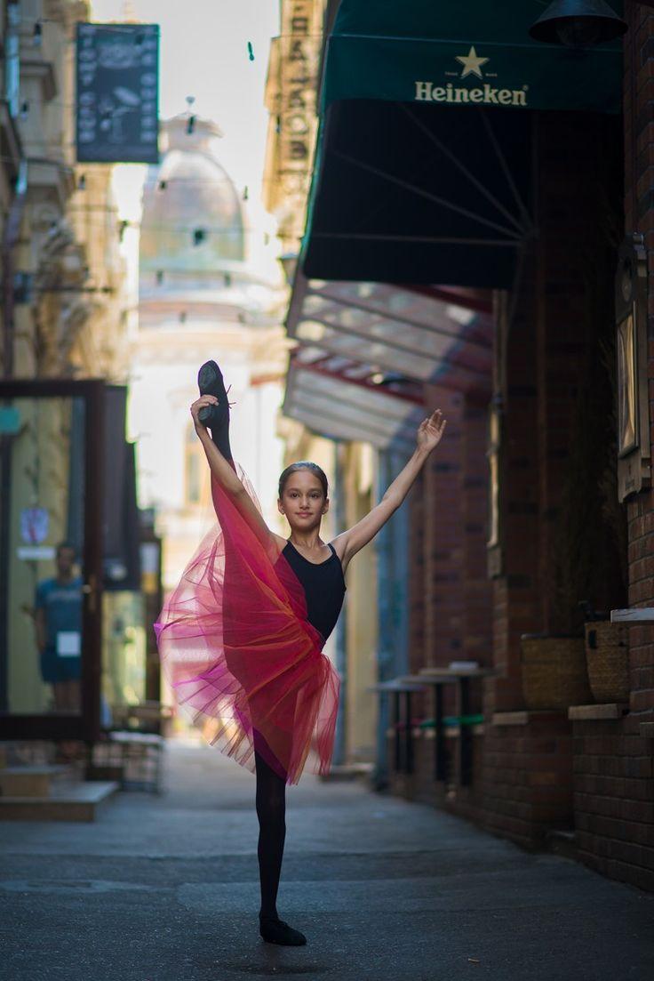 Urban Swan - micuta balerina care e fotografiata pe strazile din Bucuresti | La zi pe Metropotam