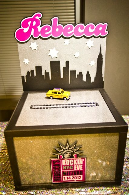 NYC Party Theme Gift & Card Box {Bat Mitzvah Planner: Perfect Party Orlando, Jennifer Werneth Photography} - mazelmoments.com