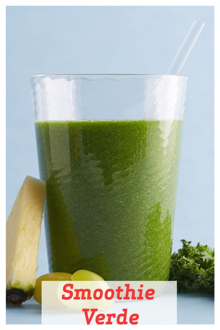 Este belo smoothie verde está carregado de fibras, vitamina C e luteína (que pode ser boa para a visão). Mantenha uvas congeladas no seu freezer para poder fazer este smoothie em minutos para o café da manhã ou para um refresco saudável a qualquer hora do dia.