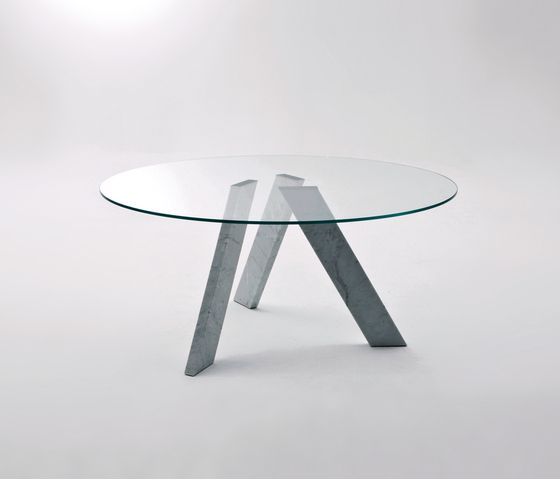 Dining tables | Tables | Fix A rectangular table | Former. Check it on Architonic