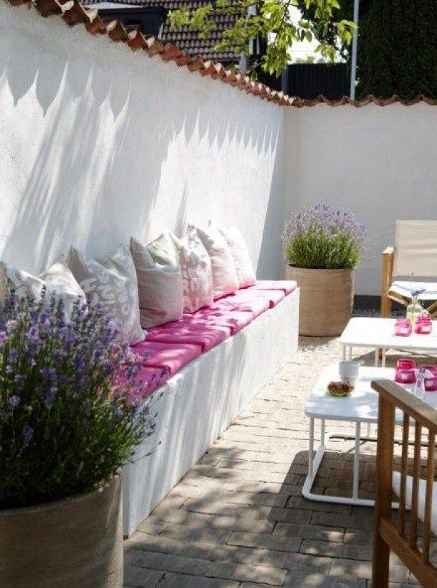 Inspiratie voor de tuinhut witte tuin, vleugje roze... en een zonnetje erbij :-)