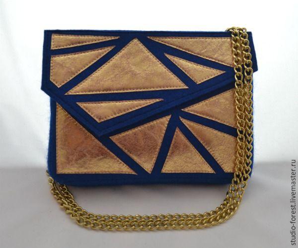 Сегодня я предлагаю пройти со мной путь по созданию маленькой, элегантной и яркой сумочки из войлока. Я назвала её «Осколки звезды» — яркие всполохи на бесконечно синем небе. В путь! Материалы и инструменты: войлок (у меня натуральный войлок, ширина 3 мм); кожа натуральная золотая; кожа натуральная в цвет войлока; нитки капроновые в цвет кожи и войлока; металлическая фурнитура (хольнитены, ра…