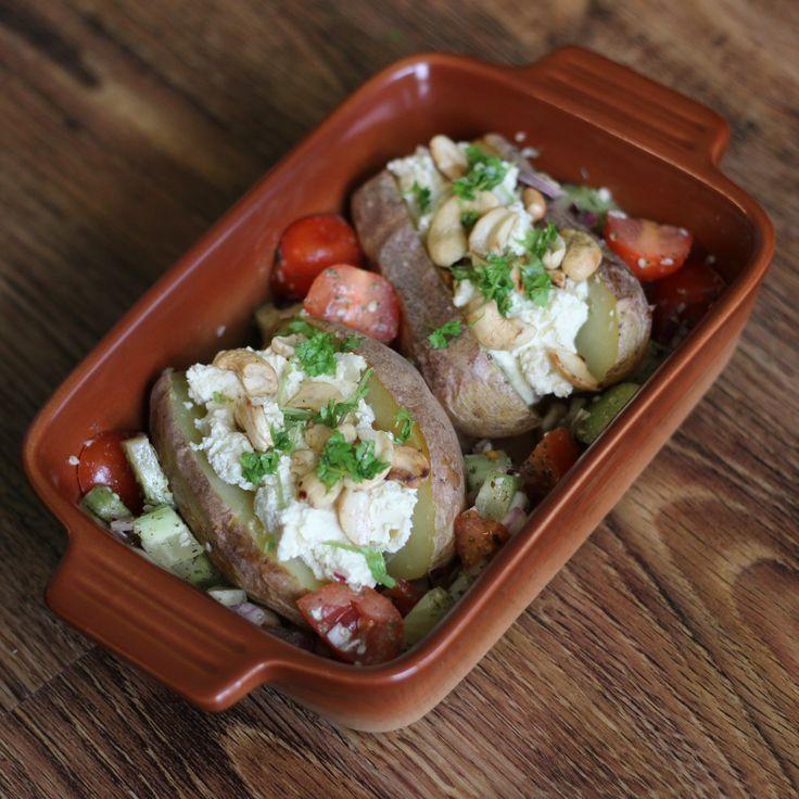 Veganské žervé s pečenýma bramborama - V naší rodině patří brambory mezi nejoblíbenější zeleninu. Proto je připravuji velmi často. Tento recept s veganským žervé je rychlé a opět velmi jednoduché.