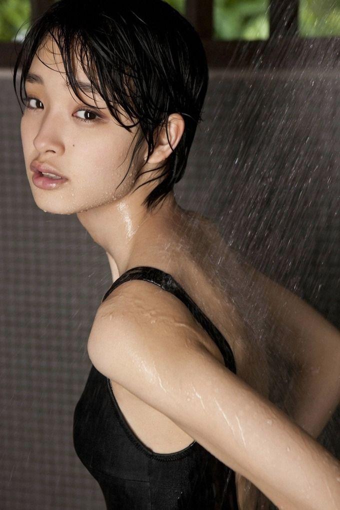 シャワー姿の剛力彩芽さん