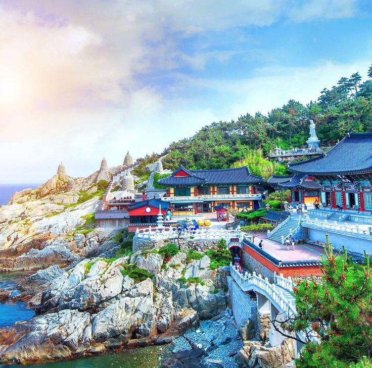 """#ViajeroReal Toca visitar """"Haedong Yonggungsa"""", el bellísimo templo budista junto al mar de Busan en Corea del Sur.#Dream #Sueño #CoreaDelSur #Nature #Busan #Templo #Budista #Historia #Tradiciones #Leyendas #Picoftheday #Trueadventure #Travel #Travelers #Road #Roadtrip"""
