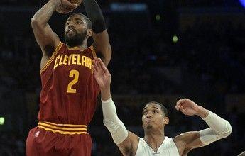 Trio volta, Kyrie brilha, e Cavs vencem os Lakers no fim em jogo duro em LA
