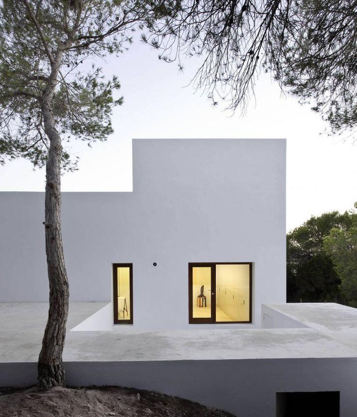 Amalia House / Maria Castello MartinezResidential Architecture, Casa Amalia, Marià Castelló, Castelló Martínez, Dreams House, Modern Architecture, Black Windows, White House, White Wall
