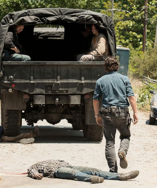 Daryl Dixon and Rick Grimes in The Walking Dead Season 7 Episode 4 | Service
