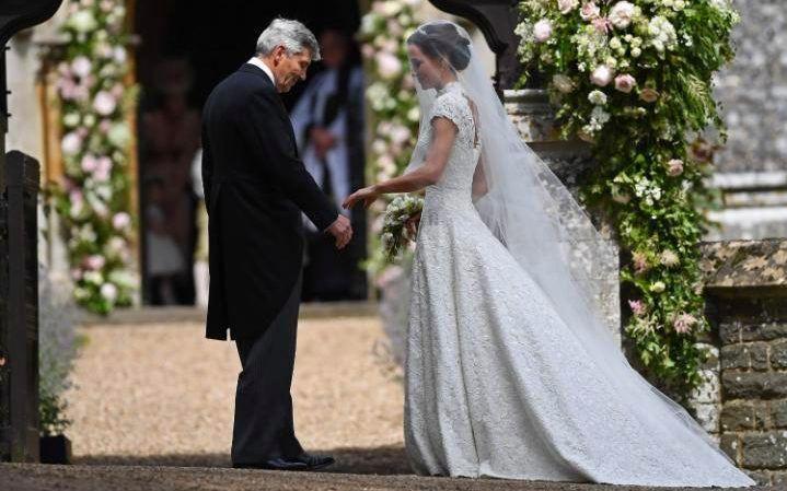 Pippa Middleton Braut Perfekt In Giles Deacon Pippa Middleton Hochzeit Kleid Hochzeit Braut