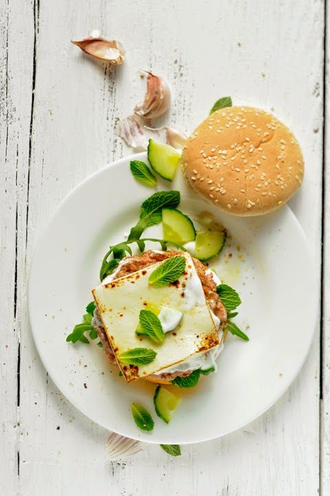 Hamburger à l'agneau, au concombre, au yaourt et au Croque&Burger