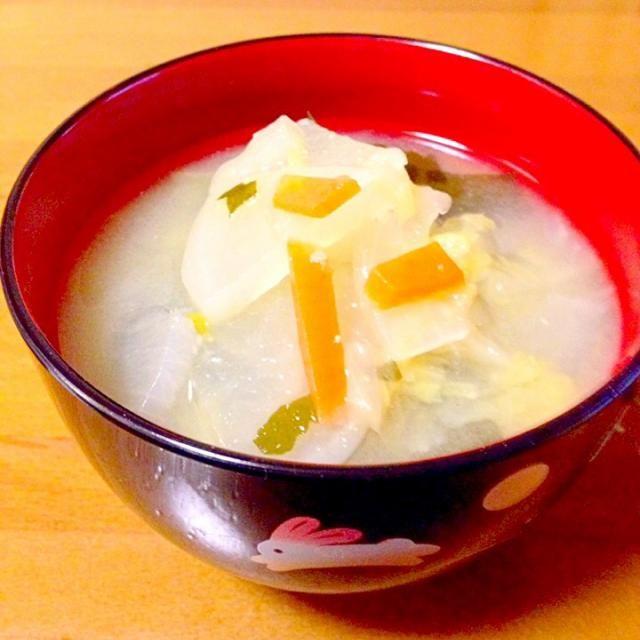 定番の具だくさん味噌汁です。 今日は朝に飲みました。やっぱりホッとしました。 - 65件のもぐもぐ - 具だくさん味噌汁 by mayumi0525