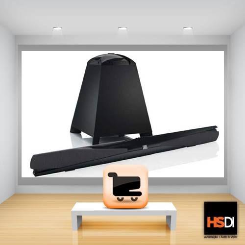 Soundbar 300 - É um sistema de som completo de home theater compreendendo apenas uma única barra de som amplificada e um potente subwoofer sem fio. Você vai desfrutar de uma saída de 2.1 canais de espectro completo e rica que melhora dramaticamente o som. Ou você pode selecionar o processamento surround 3D para criar uma paisagem de som de 360 graus. De toda forma, o SB 300 oferece um verdadeiro desempenho JBL com o número mínimo absoluto de componentes e sem um fio de alto-falante à vista.