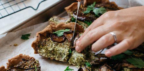 Хрустящий ароматный пирог из гречневой муки с овощами