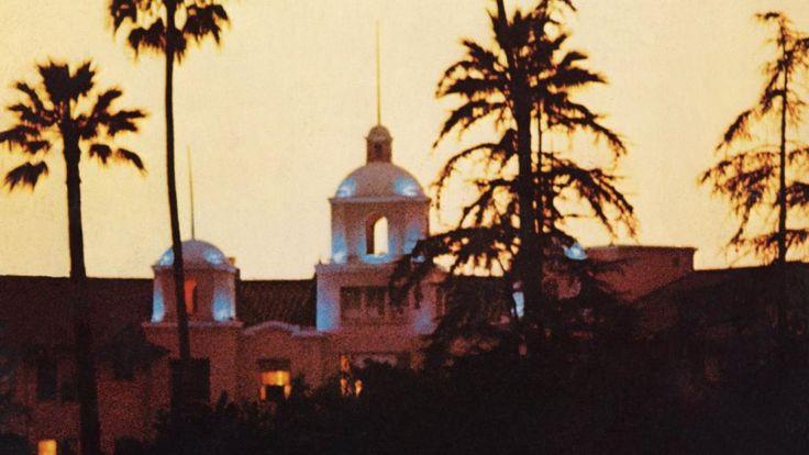 De Amerikaanse rockband Eagles staat dit jaar bovenaan de Top 2000 met Hotel California. Het nummer is al sinds de jaren 70 populair, de tekst is immer onderwerp van verwarring. Een analyse.  (Dutch)