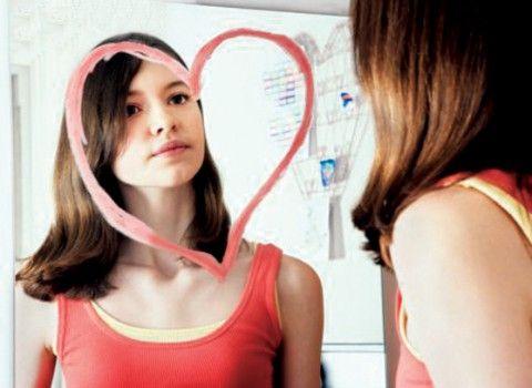 La autoestima siempre tiene que partir de una mirada hacia nosotros mismos, es qué opinamos de nosotros, de lo que sentimos, porqué tomamos ciertas decisiones y si uno puede vivir con ellas.