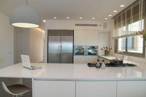cuisine élégante et meuble pour four encastrable blanc