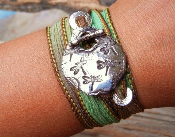 Love!Handmade Jewelry Bracelets, Dragonfly Jewelry, Wraps Bracelets, Silk Ribbon, Dragonflies Jewelry, Charms Bracelets, Silk Wrap Bracelets, Dragonflies Bracelets, Silk Wraps