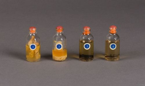 These vials of insulin come from an insulin sales kit made by Eli Lilly & Company in the 1940s. The numbers labeling the vials indicate a four-step progression as the insulin is manufactured into its final product.