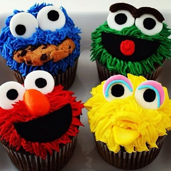 Elmo cupcakes! Omg! I like them all! I don't know which one the yellow one is. But I like the others!