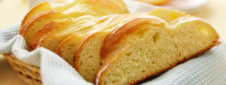 Orange Scented Easter Bread | This beautifully braided bread adds orange zest for a fresh twist on a holiday favourite. Serve it for brunch and enjoy it together with the whole family!