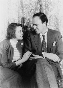 Patricia Neal, Roald Dahl https://en.wikipedia.org/wiki/Roald_Dahl#/media/File:Patricia_Neal_und_Roald_Dahl.jpg