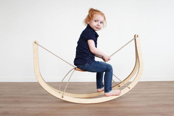 Le designer danois Michael Svane Knap nous présente GRO, littéralement un rocking horse, parfait mixe entre rocking chair, cheval à bascule et chaise pour enfant. Source :mknap.dk+GRO-Rocking-Horse - Viablog-espritdesign.com Cette chaise et cette table d'enfants qui portent bien sont nom…