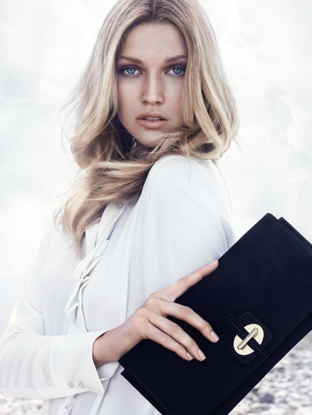 Check out the clean and chic BOSS Black Winter 2012 collection. Discover cool tones such as black, blue and gray as well as white and lilac highlights which make each style an absolute eye catcher!