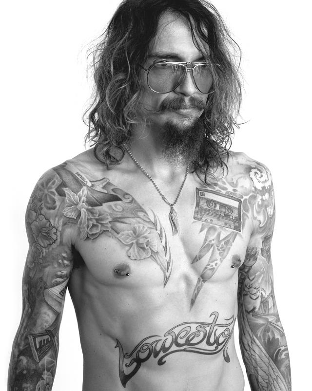 really shouldn't but cant help it.. Justin Hawkins / The Darkness